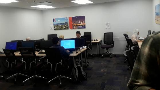 カプランシカゴ校のコンピュータラボ